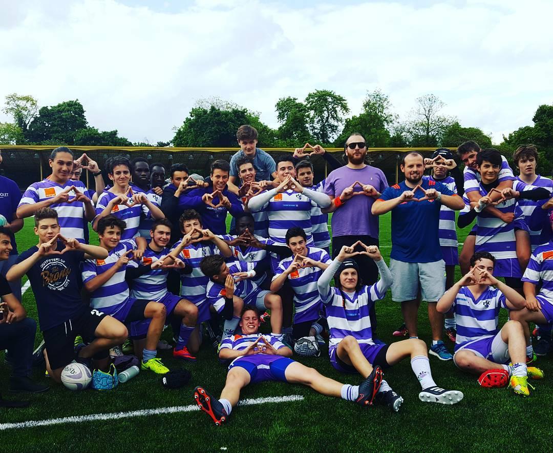 Les jeunes rugbymen du PUC soutiennent la candidature de Parishellip