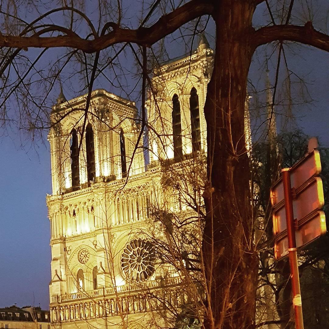 En passant  Paris NotreDame eglise cathedrale