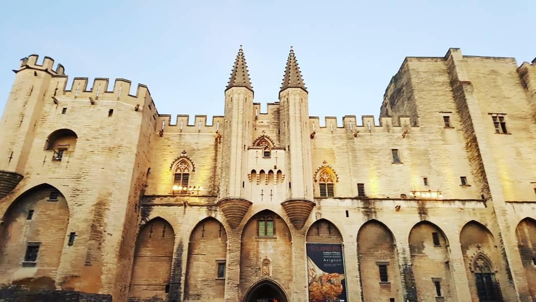 Avignon palais sud provence
