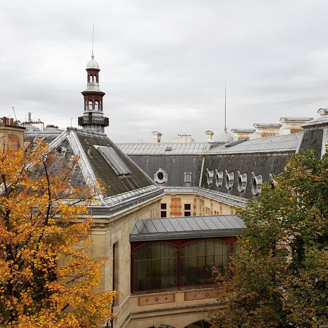 La Mairie du 12e vue depuis lcole Bignon aux couleurshellip
