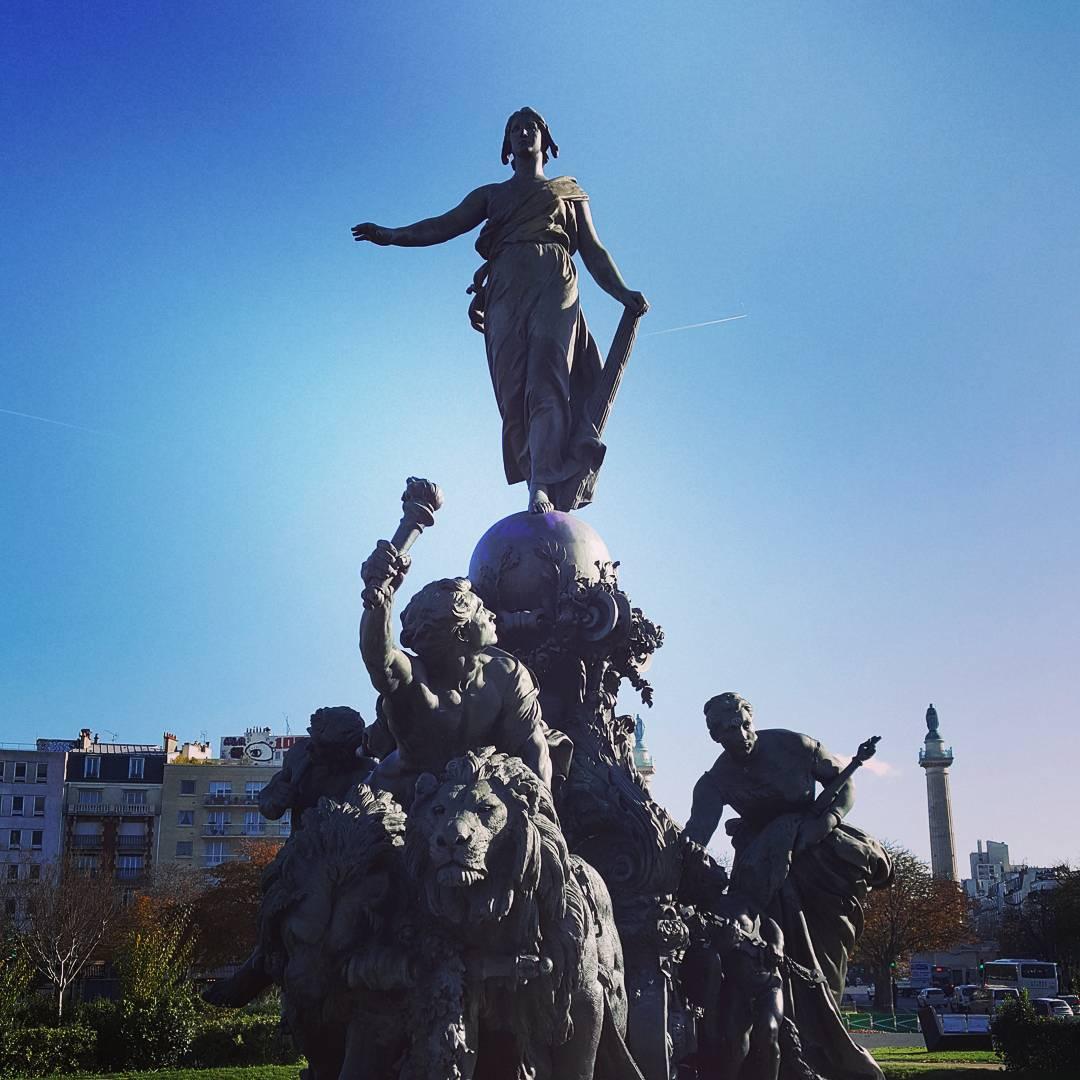 La statue de Dalou sous le soleil automnal de Paris